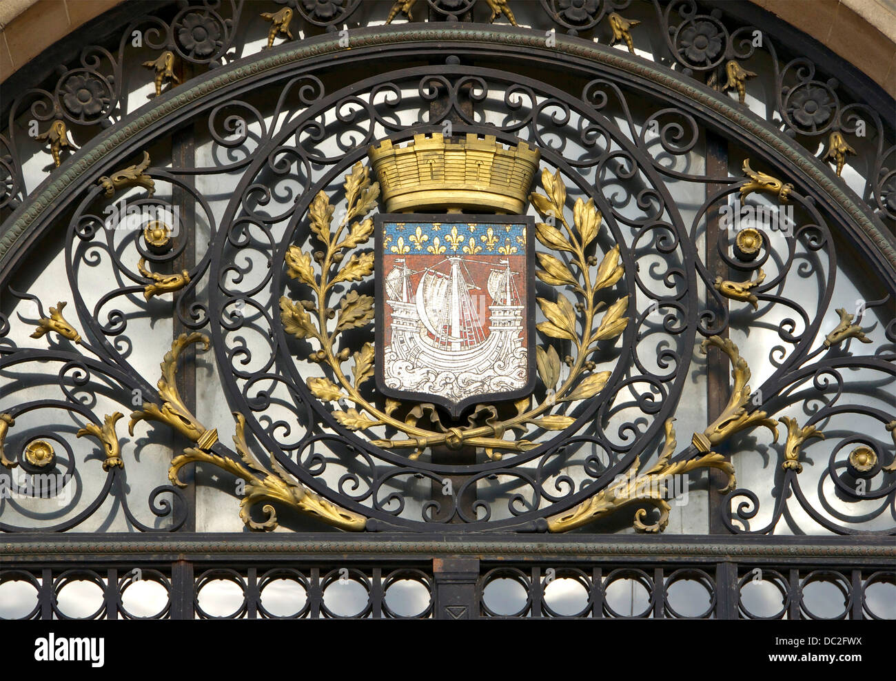 The CoA of Paris, above one of the lateral entrances of the City Hall. - Stock Image