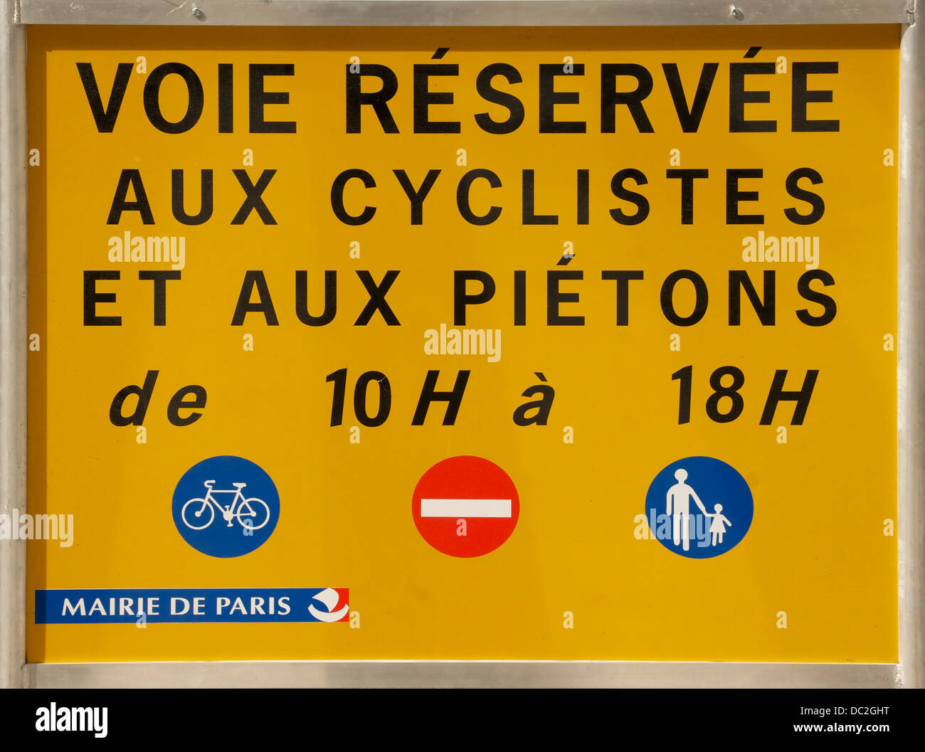 Sundays in Paris, car traffic is temporarily forbidden in some streets - Stock Image