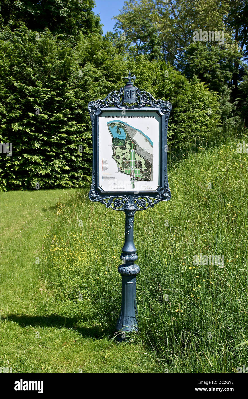 A park sign with in the domain of park of Champs-sur-Marne, Seine-et-Marne, France. - Stock Image