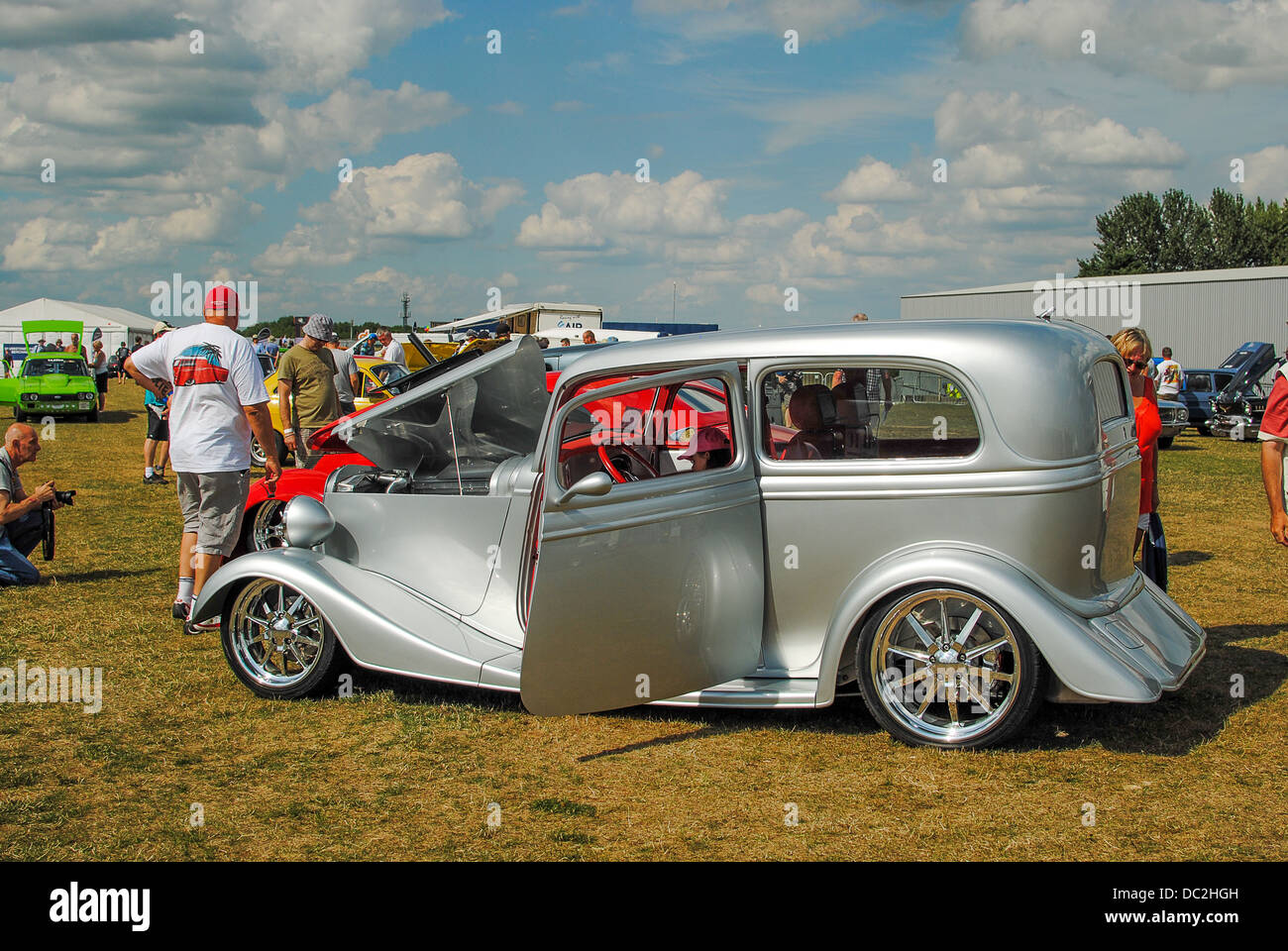 Silver hot rod race car Stock Photo: 59064673 - Alamy