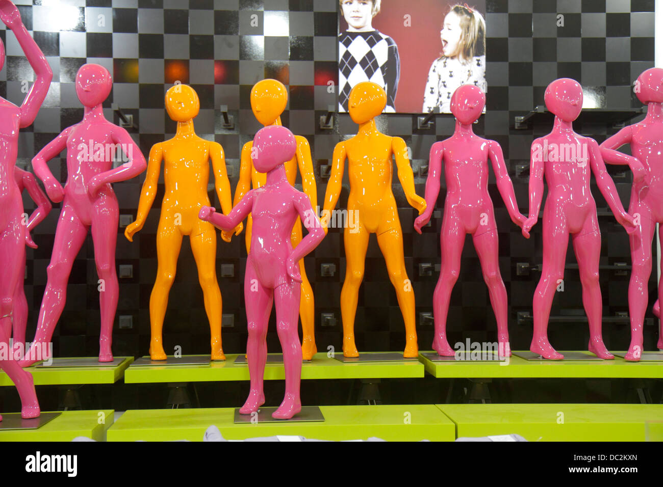 Florida Sunrise Fort Ft. Lauderdale Sawgrass Mills Mall shopping Saks Fifth Avenue Off 5th mannequins children pink - Stock Image