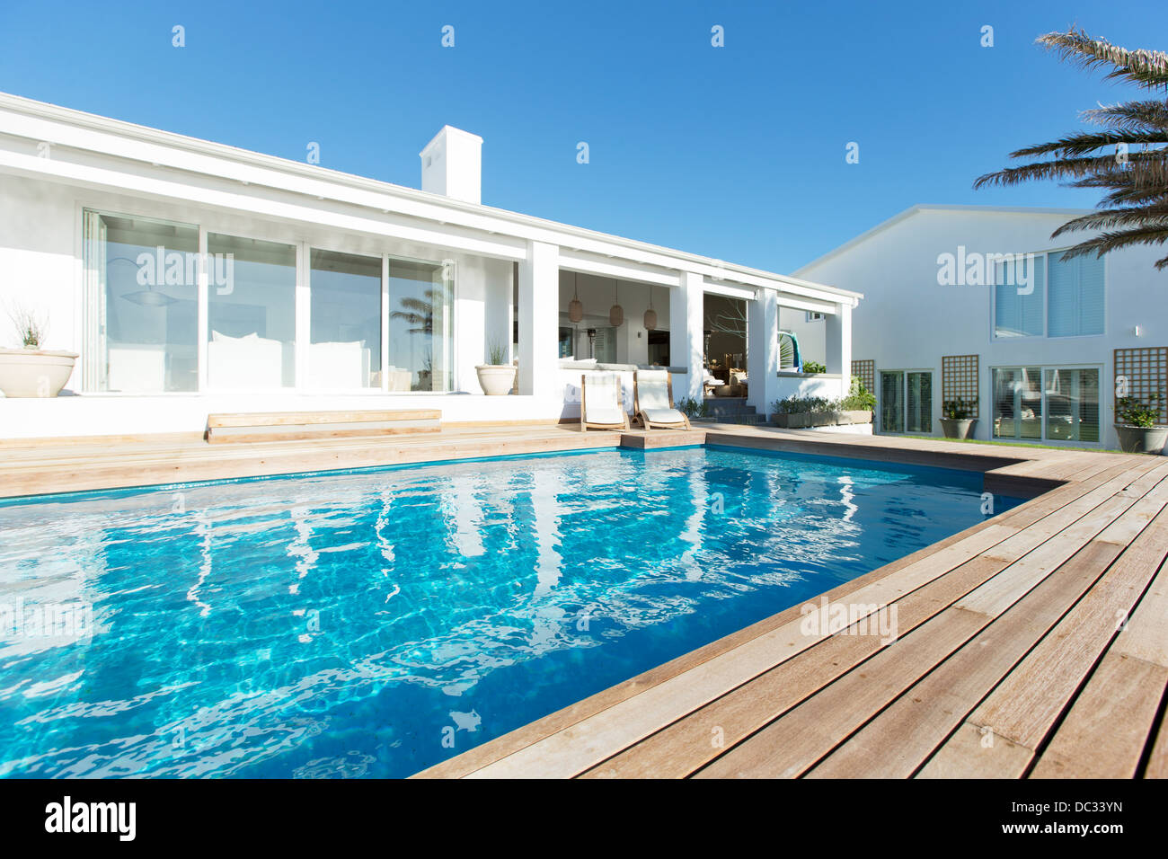 Luxury house and swimming pool - Stock Image