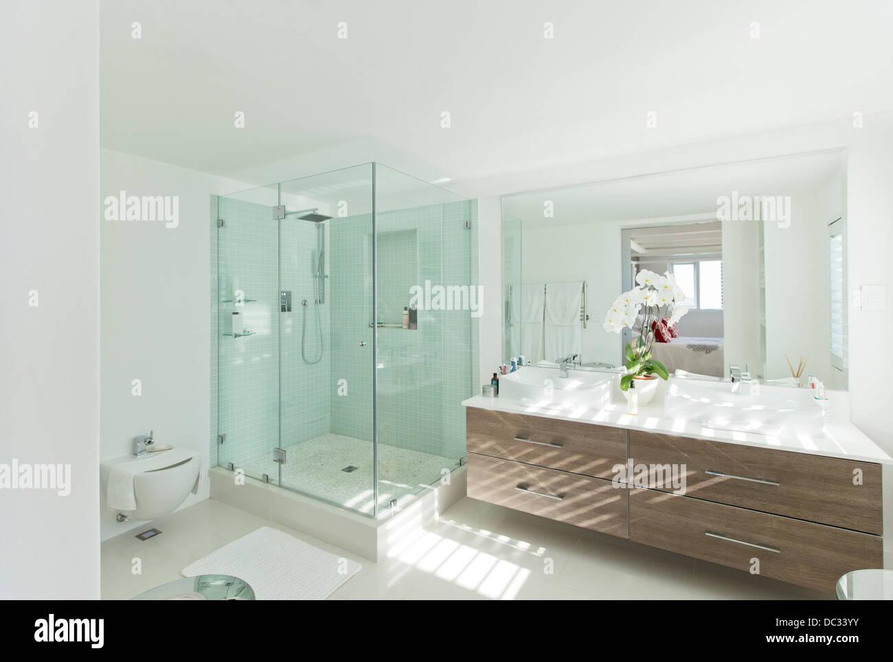 Modern bathroom - Stock Image