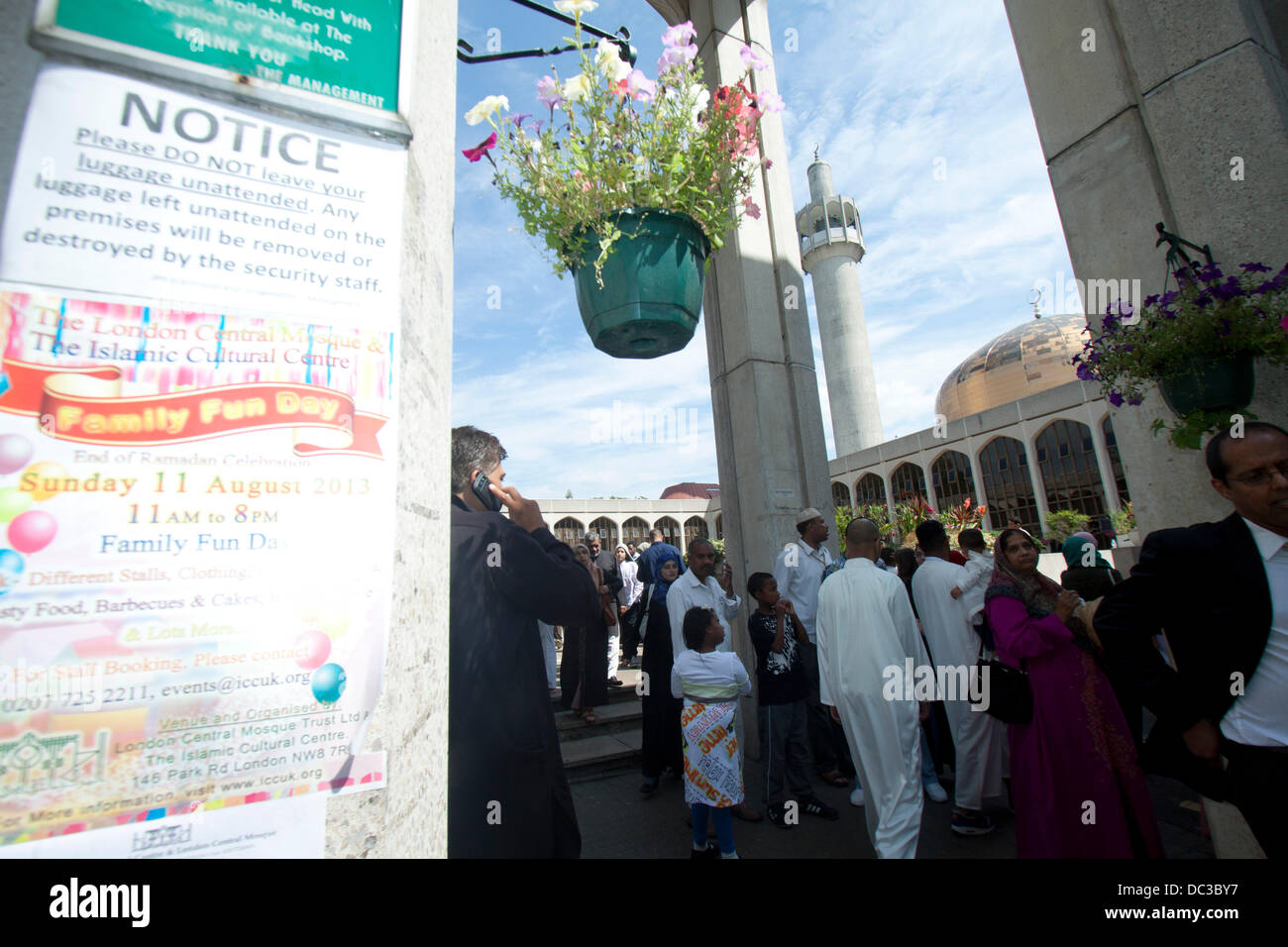 London, UK. 8th August 2013.  Muslim families  celebrate Eid at the Regent's Mosque in London which marks the - Stock Image