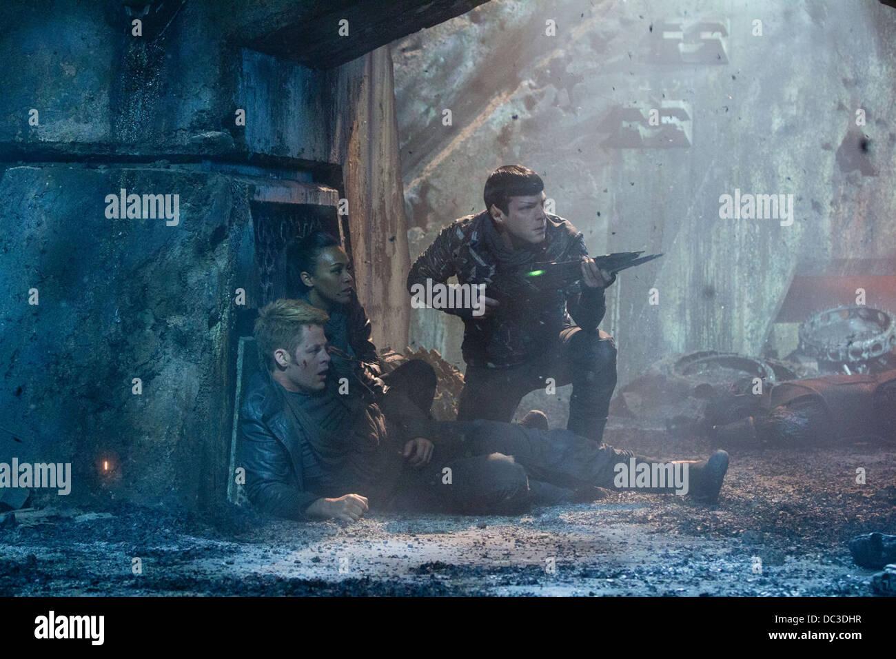 STAR TREK INTO DARKNESS (2013) CHRIS PINE, ZOE SALDANA, ZACHARY QUINTO J J ABRAMS (DIR) 022 MOVIESTORE COLLECTION - Stock Image