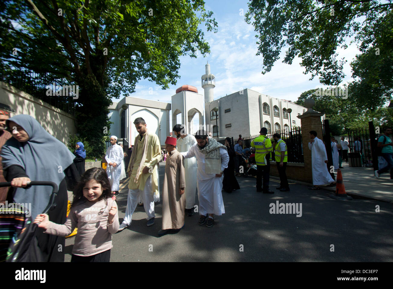 London, UK. 8th August 2013. Muslim families  celebrates Eid at the Regent's Mosque in London which marks the - Stock Image