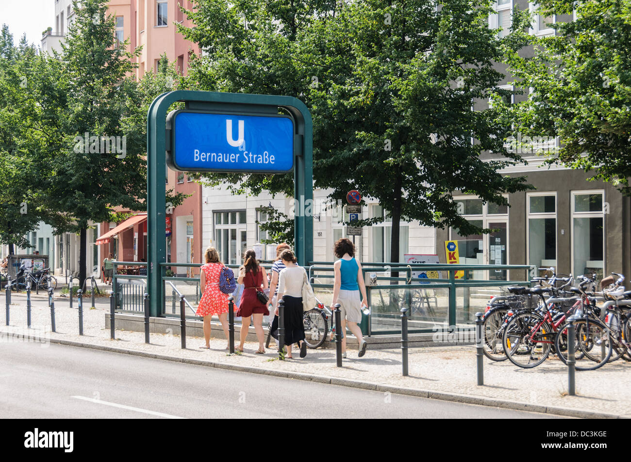 Summer in the city, urban life. Young women, teenagers, in summer clothing at the subway station Bernauer Strasse Stock Photo