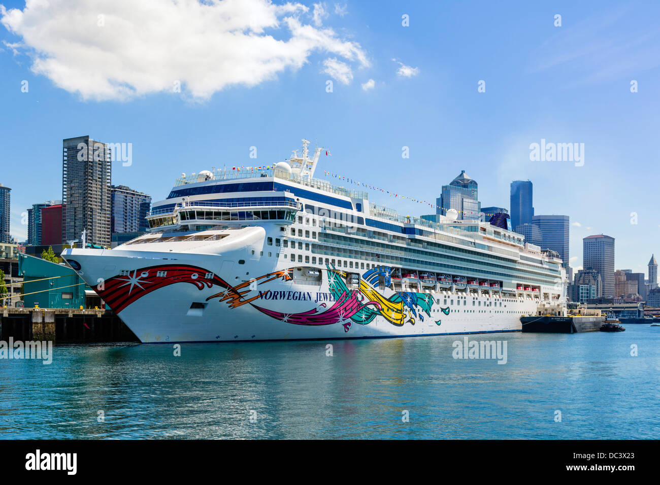The Norwegian Cruise Lines cruise ship 'Norwegian Jewel' docked at the harbor in Seattle, Washington, USA - Stock Image