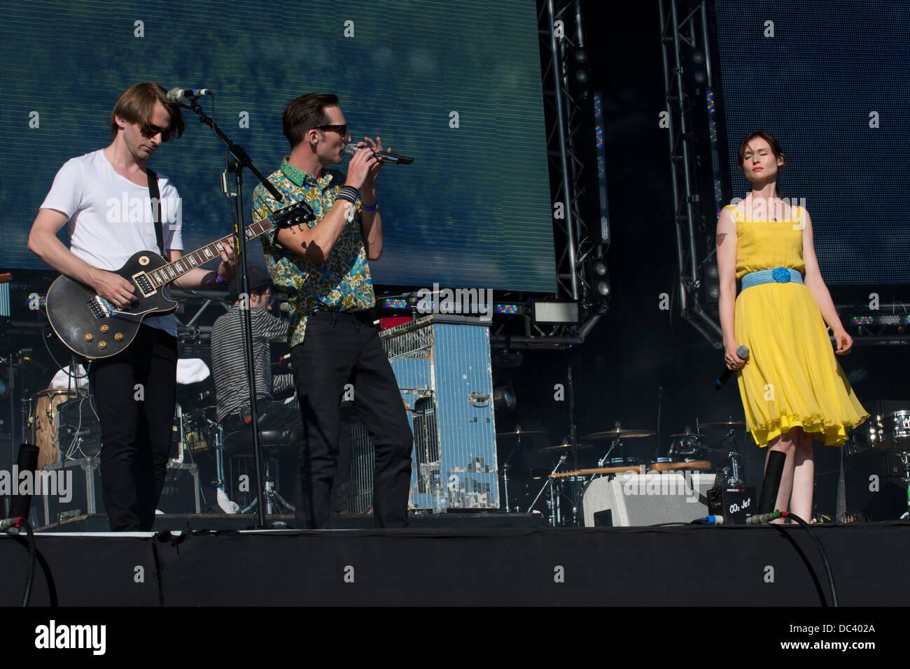Dan Gillespie Sells The Feeling + Sophie Ellis-Bextor Performs at Go Local, Queen Elizabeth Olympic Park, London. - Stock Image