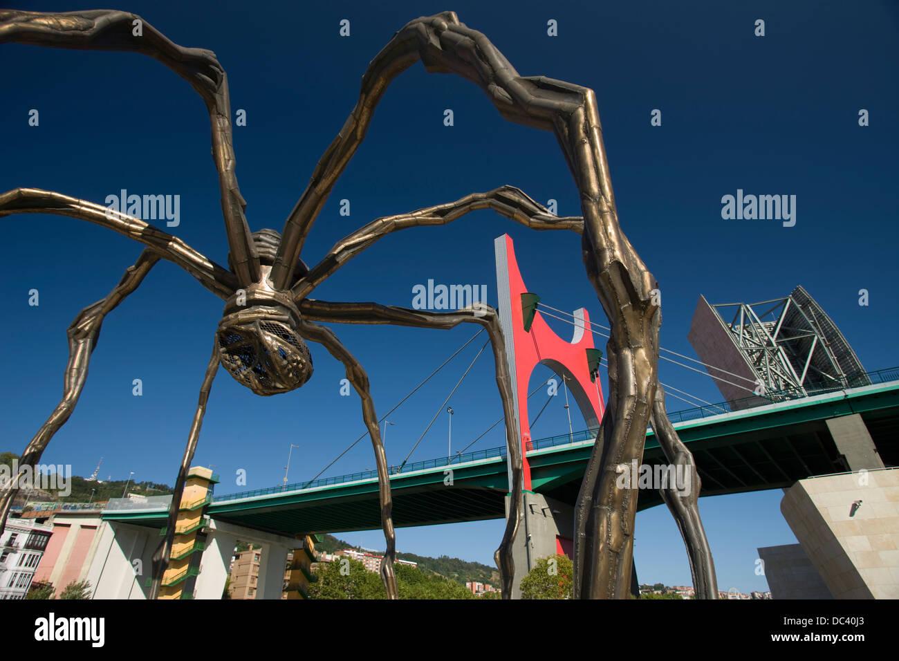 MAMAN (©LOUISE BOURGEOIS 2000) SPIDER GUGGENHEIM MUSEUM OF MODERN ART (©FRANK GEHRY 1997) BILBAO BASQUE - Stock Image