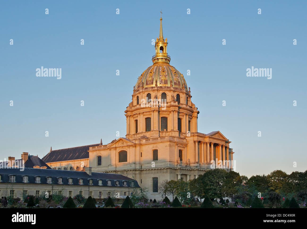 Sunset over the cathedral Saint-Louis des Invalides and the Eglise du Dôme. - Stock Image