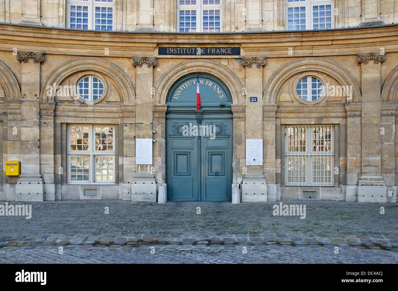 Main entrance of the Institut de France, 23 quai de Conti in Paris, 6th arrdt. It is also the entrance of the Bibliothèque - Stock Image