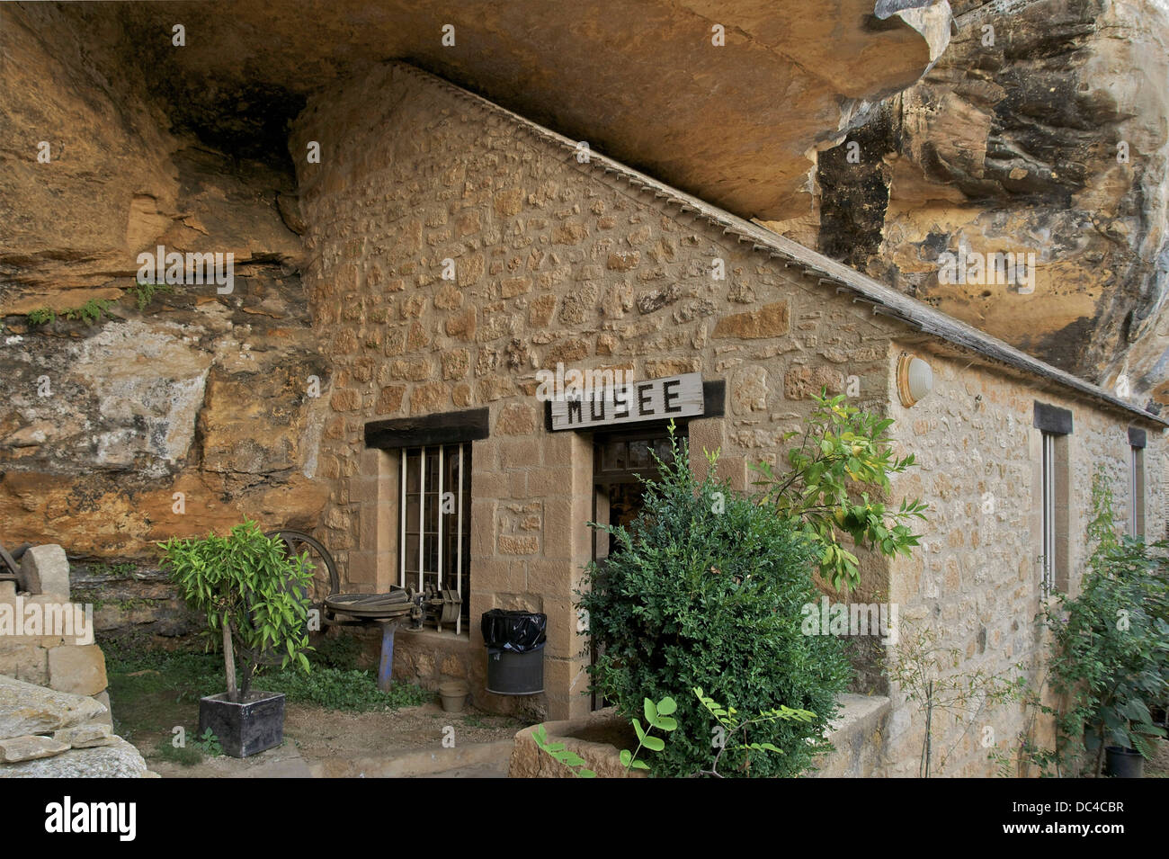 troglodyte prehistoric museum of the 'Sorcerer Cave', Roc de Saint-Cirq, Dordogne, France. - Stock Image