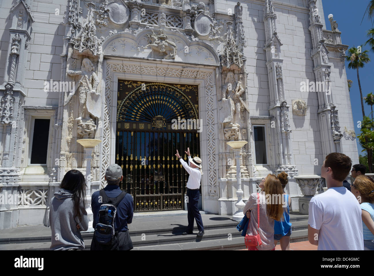 Hearst Castle front entrance with tour guide and group, San Simeon, CA - Stock Image