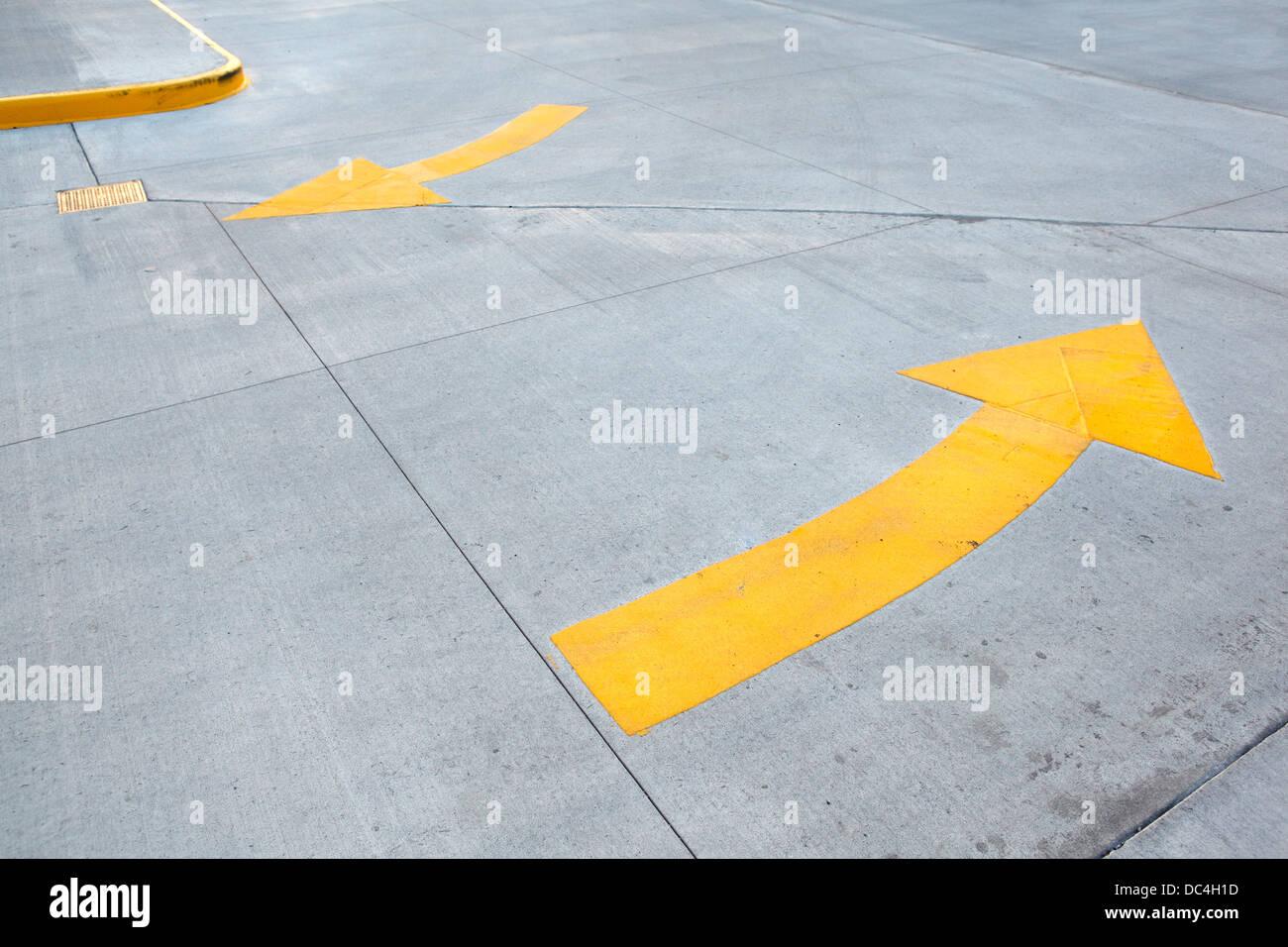 Yellow arrow traffic sign - Stock Image