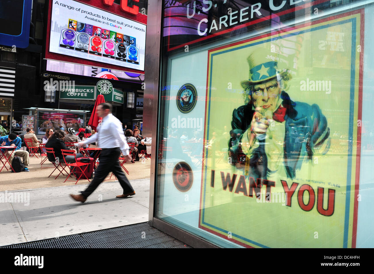 Poster of Uncle Sam reads 'I WANT YOU' on the US Army recruit center in Times Square, New York - Stock Image