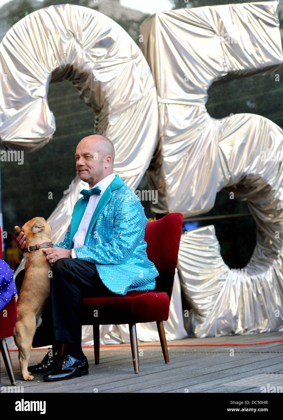 Hamburg, Germany. 08th Aug, 2013. One of the managers Corny Littmann sits with his dog during the Schmidt Theater's - Stock Image