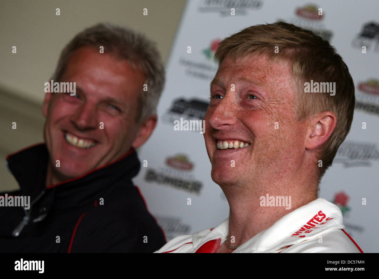Lancashire County Cricket Club photocall April 6th 2009. Press conference. Glenn Chapple (R) and Peter Moores - Stock Image
