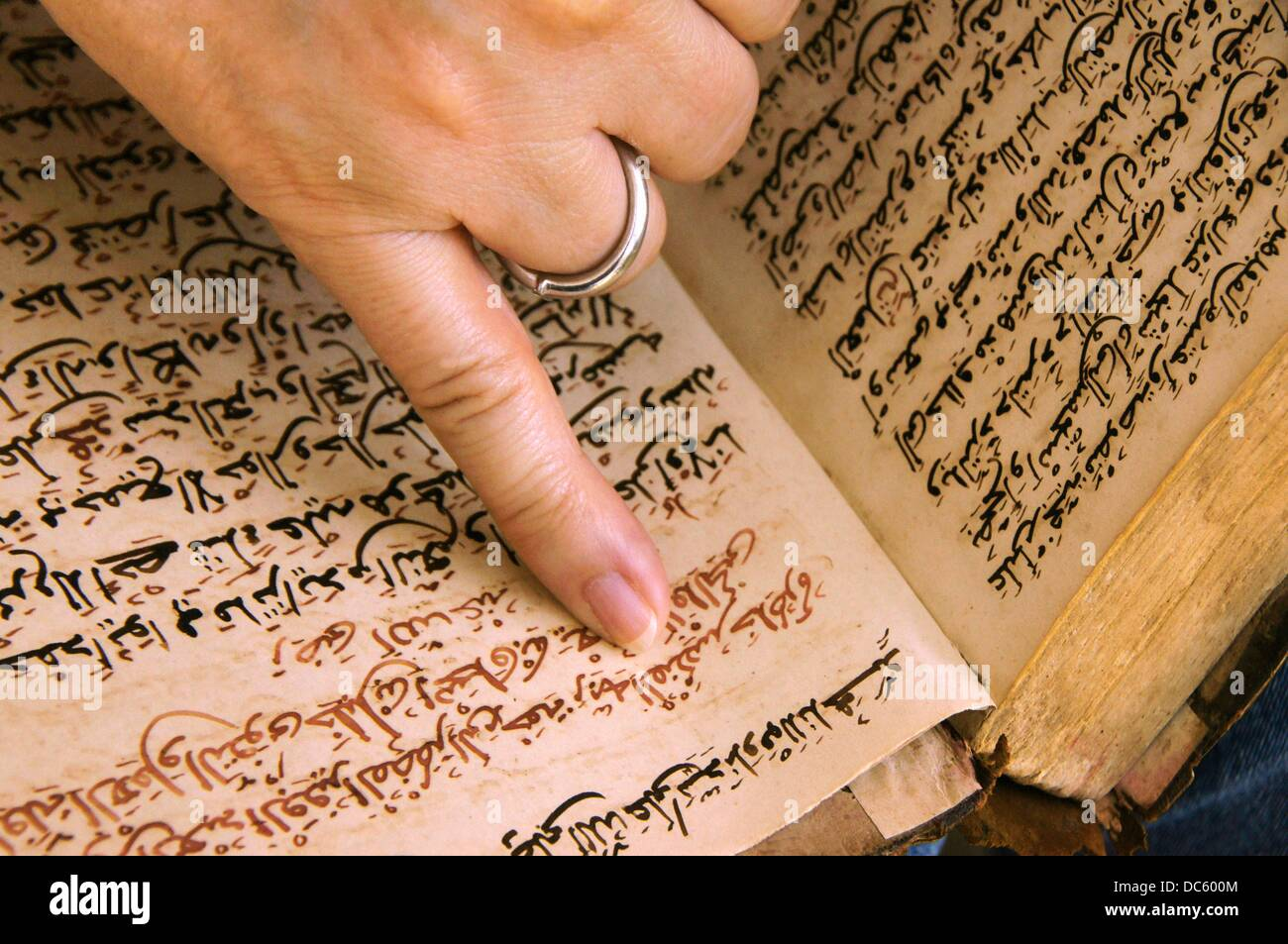 Islam Tafsir Exegesis Of The Quran By Abdel Farik Al Moftara Written In Arabic With Andalusy Punctuation 18th Century