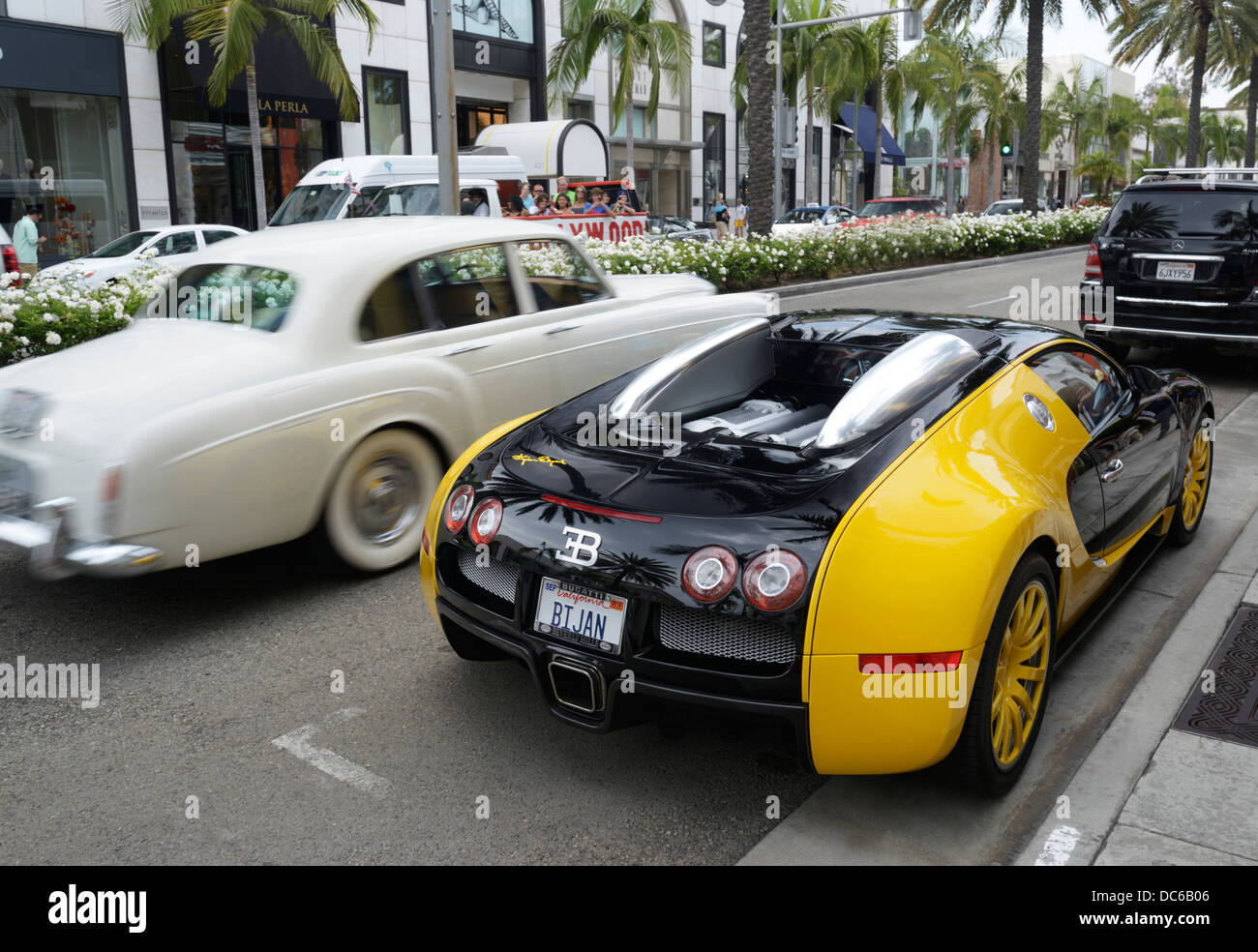 Bugatti Veyron and Rolls Royce on Rodeo Drive, Beverly Hills, CA - Stock Image