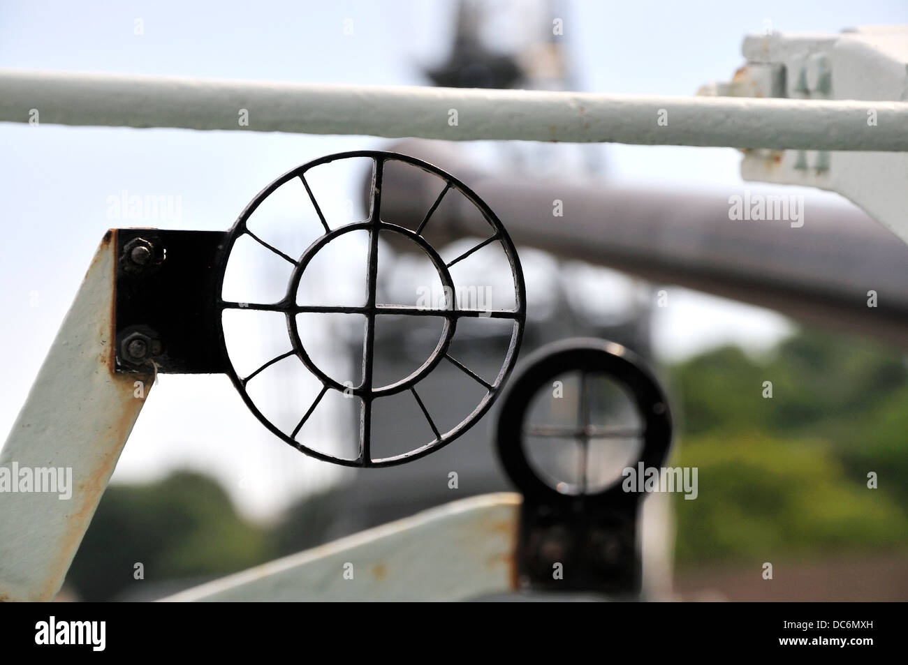 Chatham, Kent, England. Chatham Historic Dockyard. HMS Cavalier (1944) Destroyer: sights of a Bofors single MK VII - Stock Image