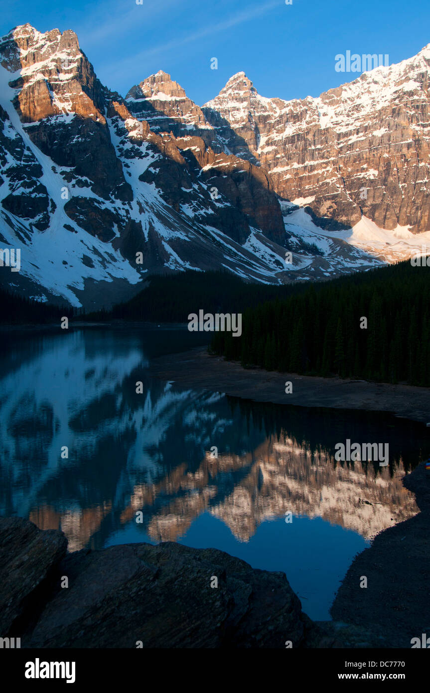 Picture/Photo: Moraine Lake reflecting the Wenkchemna