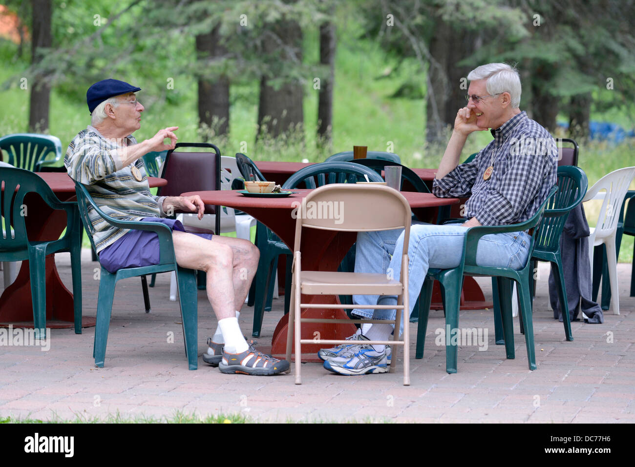 Writers conversing at the Fishtrap Writers Conference in Wallowa County, Oregon. - Stock Image