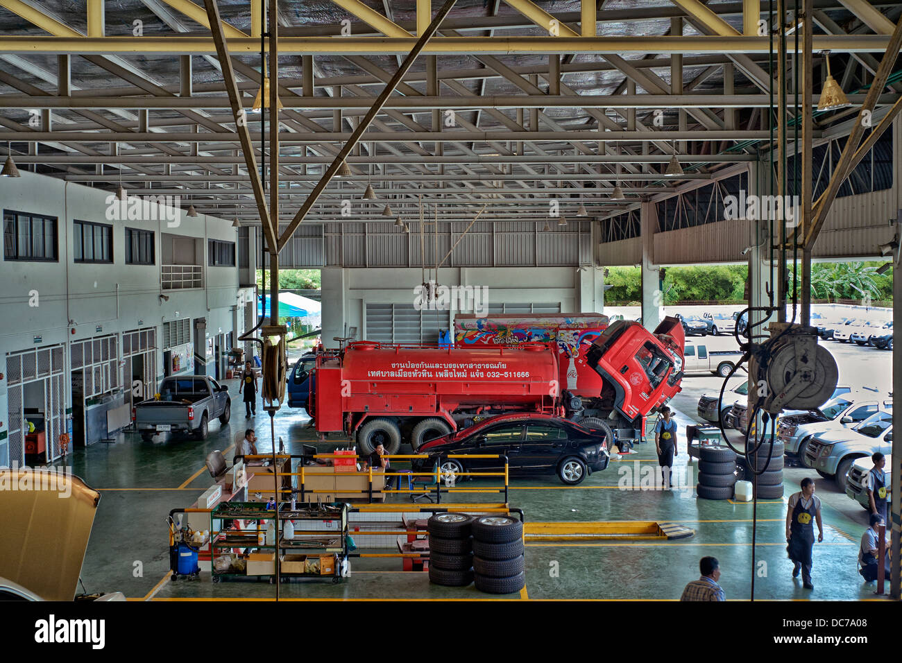 Truck Garage Stock Photos Amp Truck Garage Stock Images Alamy