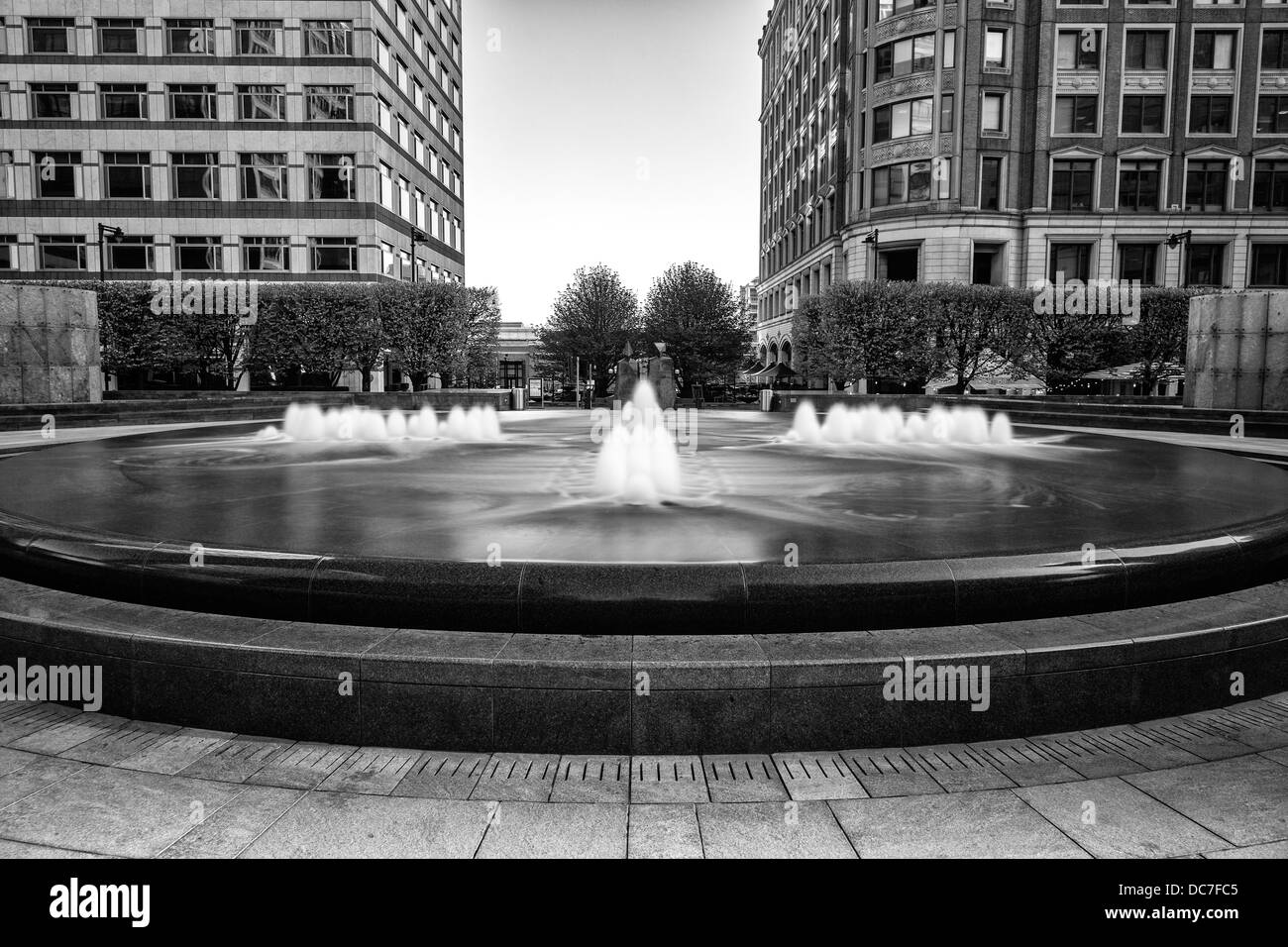 Fountain in Cabot Square - Stock Image