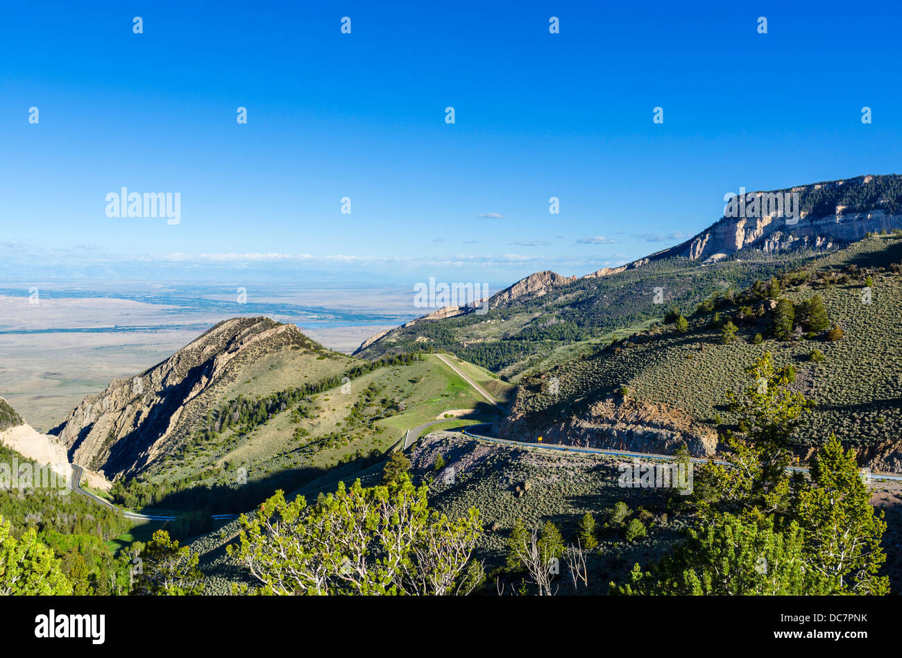 View west over Wyoming from US Highway 14 ( Bighorn Scenic Byway ) in the Big Horn Mountains, Wyoming, USA - Stock Image