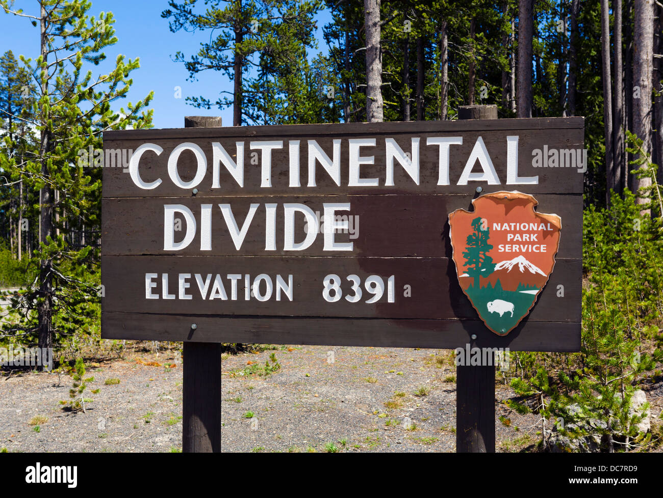 Sign indicatiing the position of the Continental Divide, Yellowstone National Park, Wyoming, USA - Stock Image