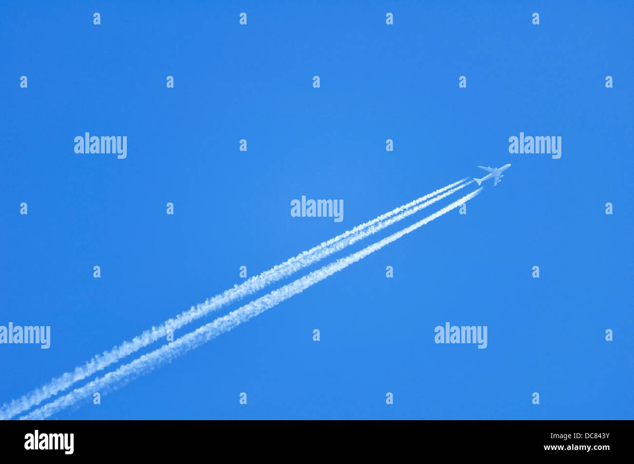 Contrails / Jet vapour trail of an airplane - Stock Image