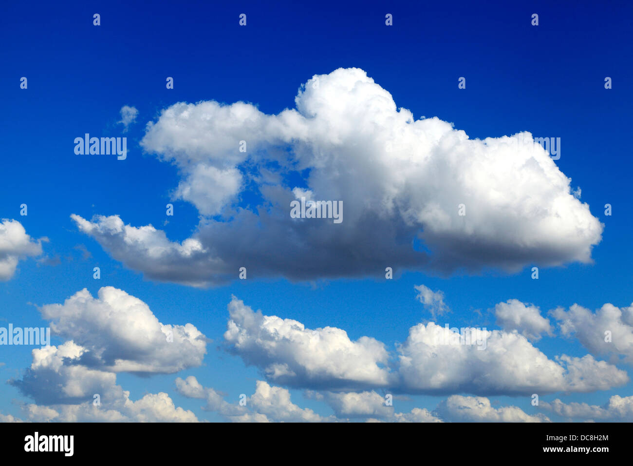 Blue Sky, white puffy cumulus clouds cloud skies meteorology weather background - Stock Image