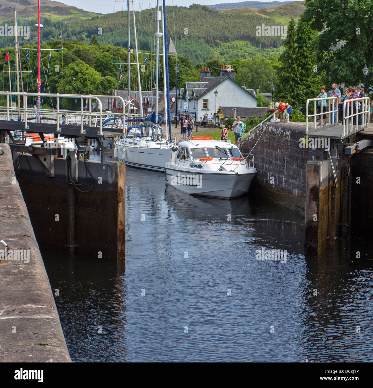 LOCK GATES OPENING ON THE CALEDONIAN CANAL AT FORT AUGUSTUS LOCH NESS SCOTLAND - Stock Image