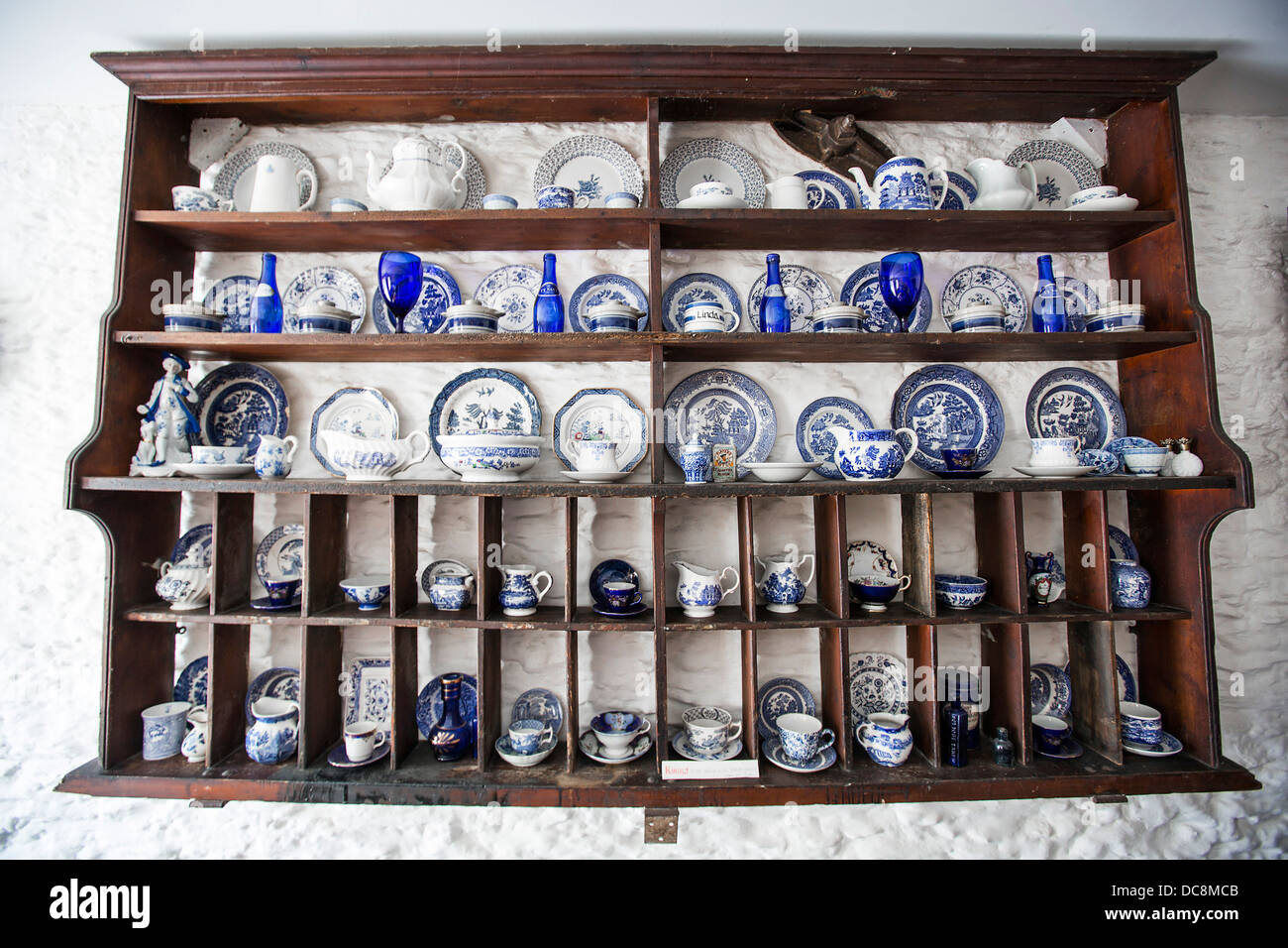 A Traditional Welsh Farmhouse Plate And Cup Wall Rack Stock Photo Alamy