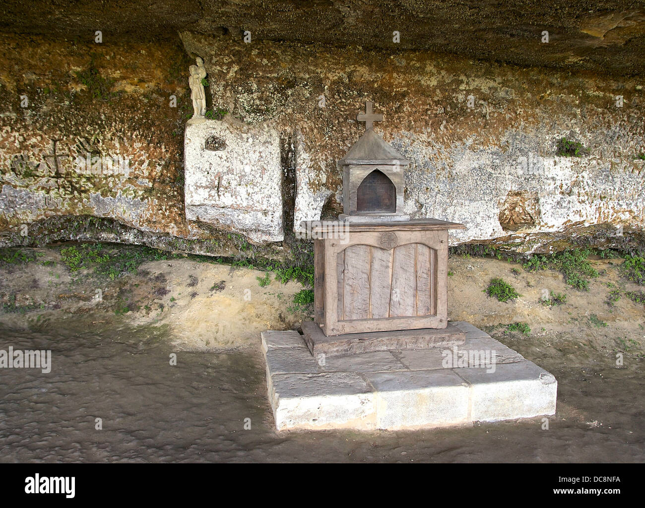 wooden altar and tabernacle (reconstruction), in the troglodyte chapel of the medieval village ofLa Roque Saint - Stock Image