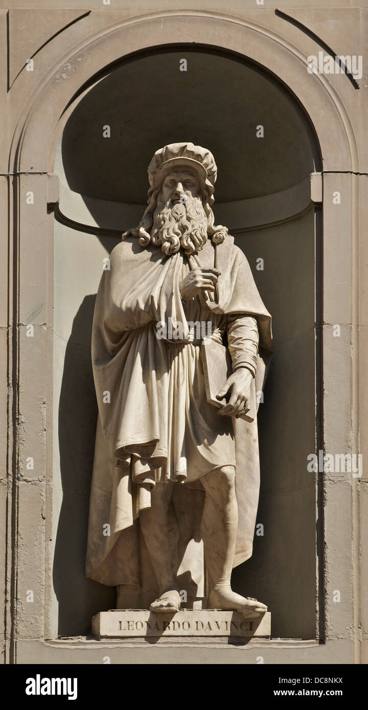 Statue of Leonardo da Vinci signed by Luigi Pampaloni, Serie of the 'Great Florentines', Piazzale degli - Stock Image