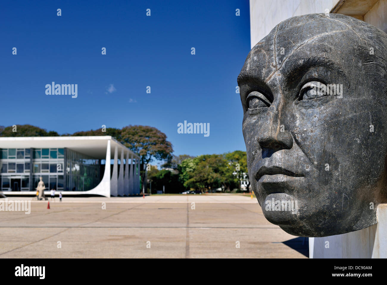 Brazil, Brasilia: Bust in homage of initiator and founder of the brazilian capital Brasilia at the Praca dos Tres - Stock Image