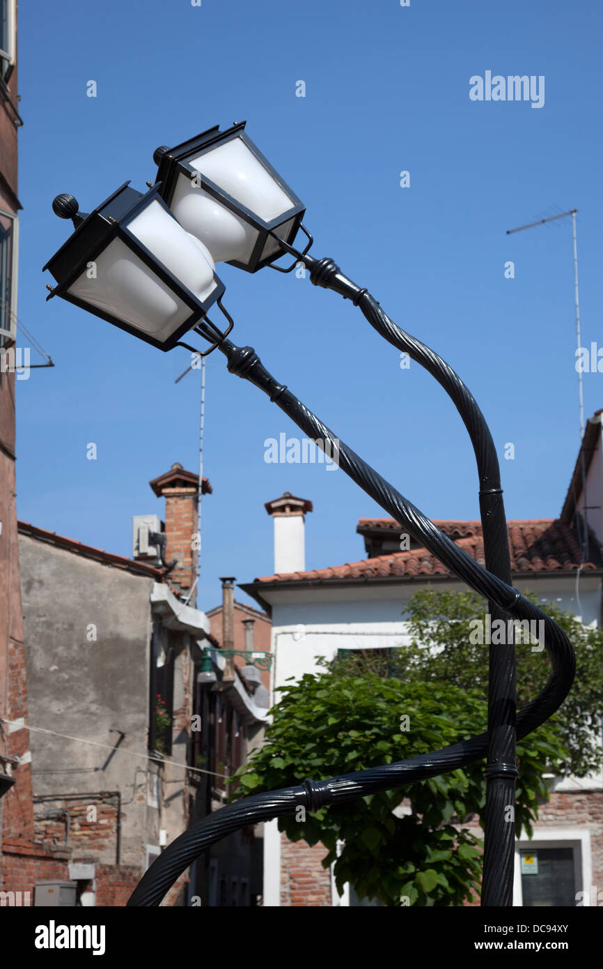 When twisting lamp posts results in whimsical forms: a Pieke Bergmans' work. Paire de lampadaires enroulés: - Stock Image