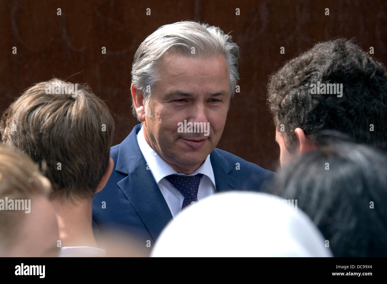Berlin, Germany. August 13th 2013.Mayor of Berlin Klaus Wowereit(SPD) presides over the ceremony of condolence to Stock Photo