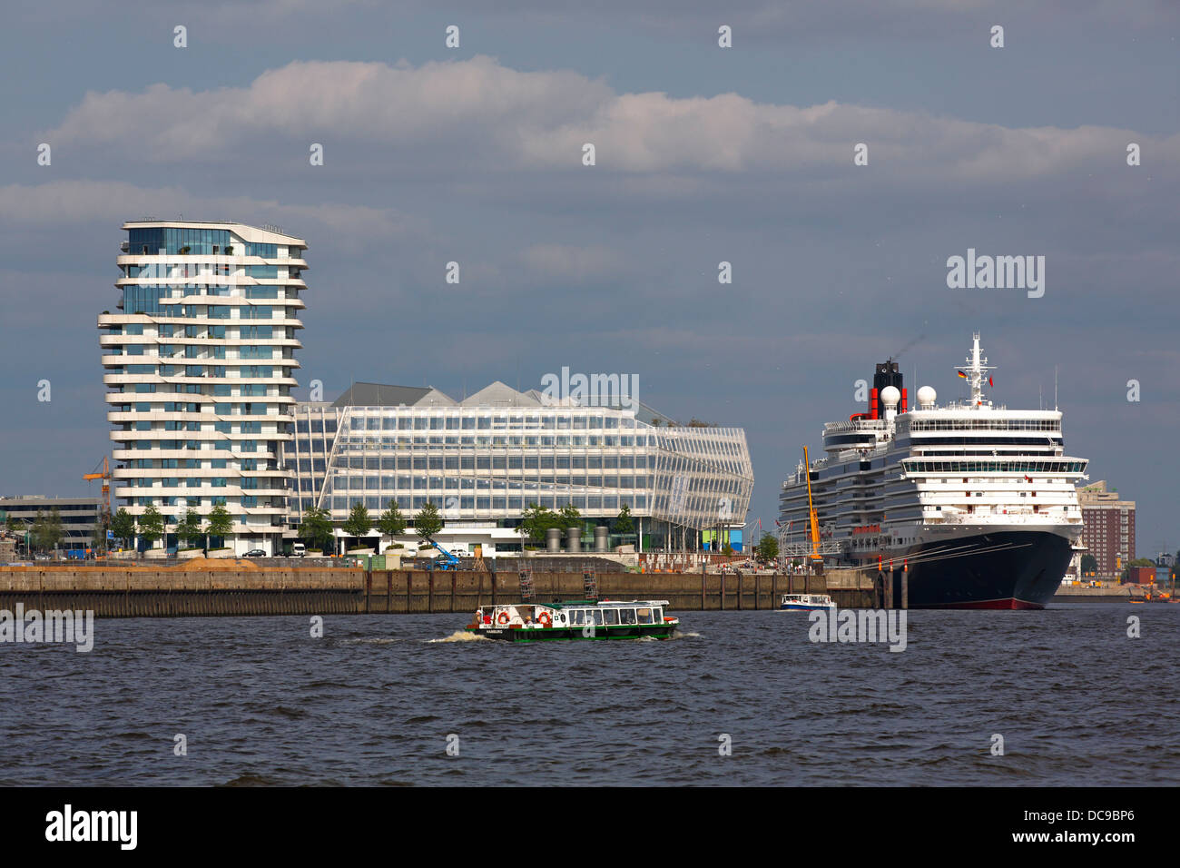 Cruise ship Queen Elizabeth in the Port of Hamburg, next to Marco Polo Tower and Unilever House - Stock Image
