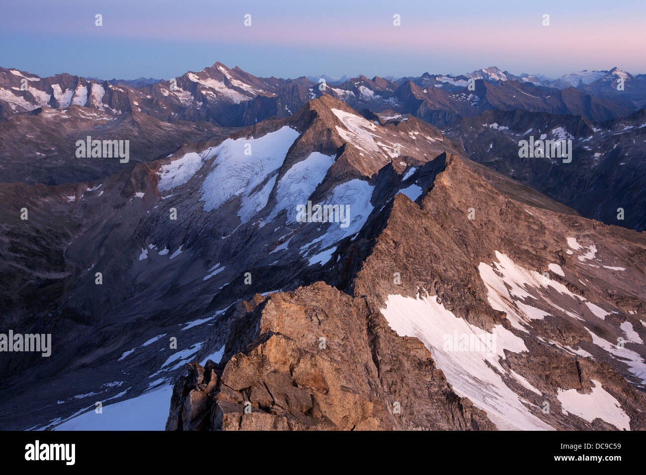 Zillertal Alps, glaciers, Hohe Tauern Mountains, view from the summit of Reichenspitze towards Dreiherrenspitze - Stock Image