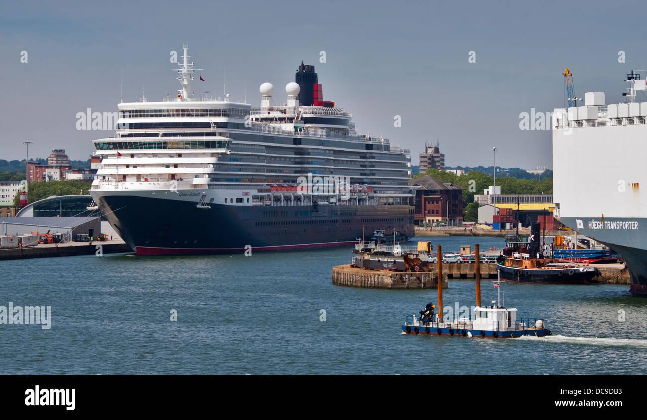 Cunard Queen Elizabeth Ocean Liner in her Berth, Southampton Docks, Hampshire, England - Stock Image
