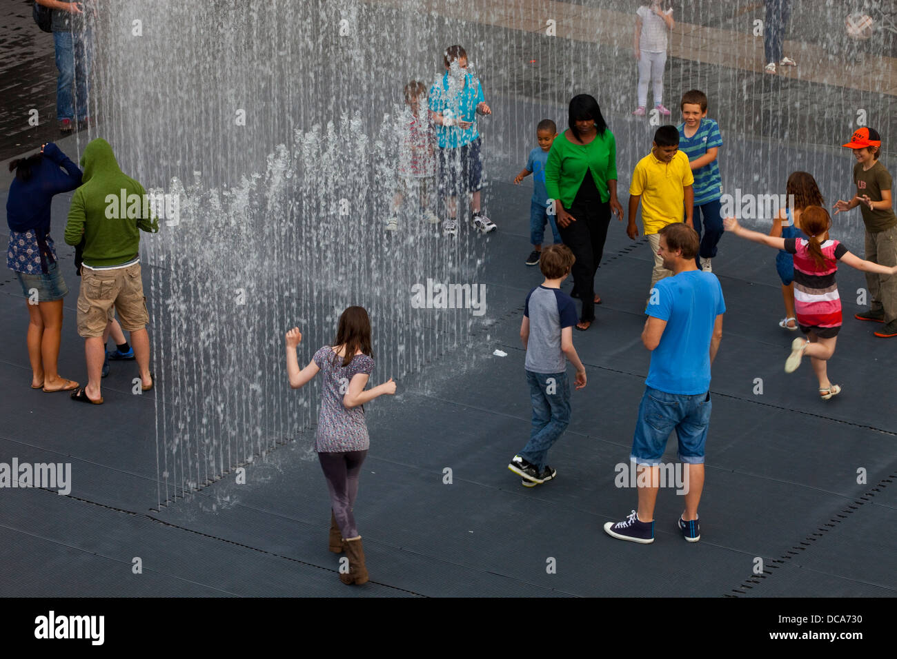 People Playing In The Appearing Rooms, Interactive Water Fountains, The South Bank, London, England - Stock Image