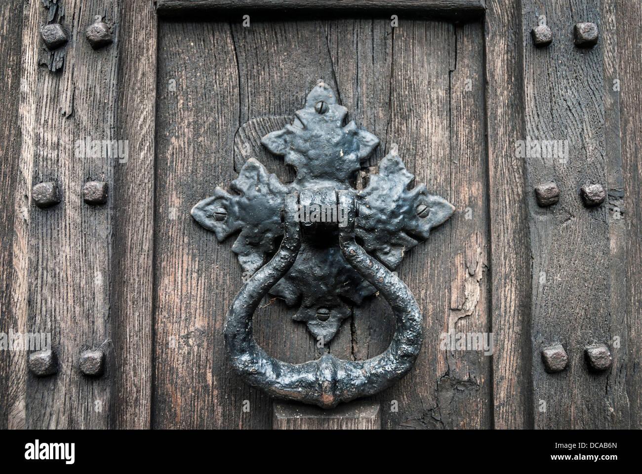 Merveilleux Old Door Knocker On Rustic Wooden Door.   Stock Image