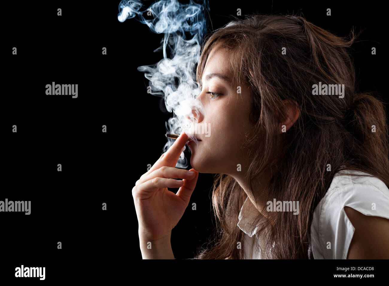 chicks-smoking-black-cigarettes-picked-the-golden