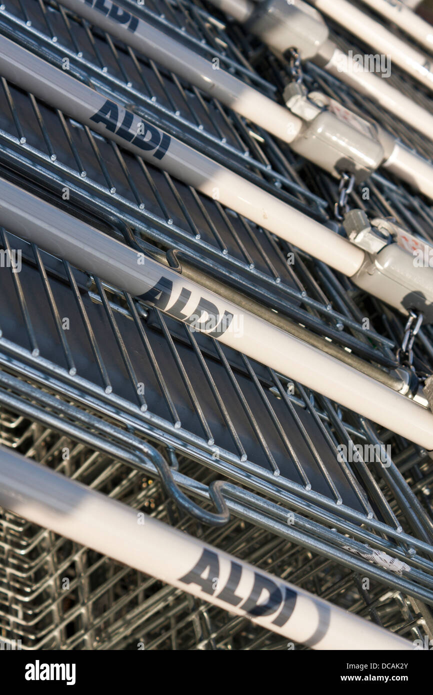 Shopping Trollies Outside Shop Stock Photos & Shopping Trollies ...