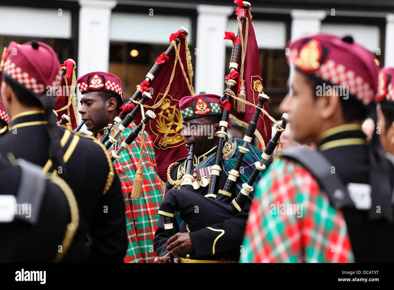 Glasgow, Scotland, UK, Wednesday, 14th August, 2013. The Royal Guard of Oman Pipe Band playing in Buchanan Street, Stock Photo