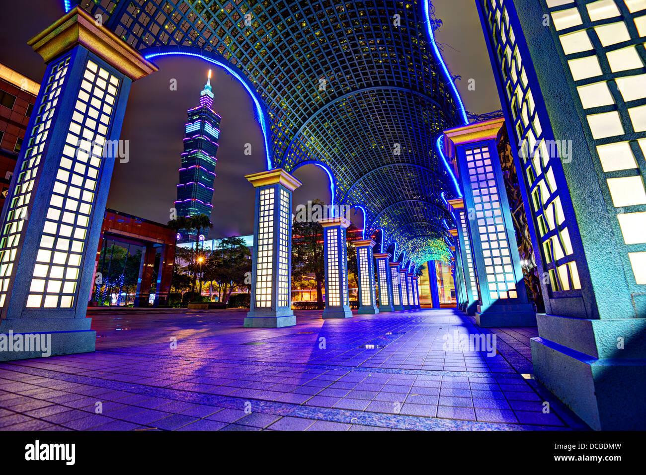 Nighttime cityscape in Taipei, Taiwan. - Stock Image