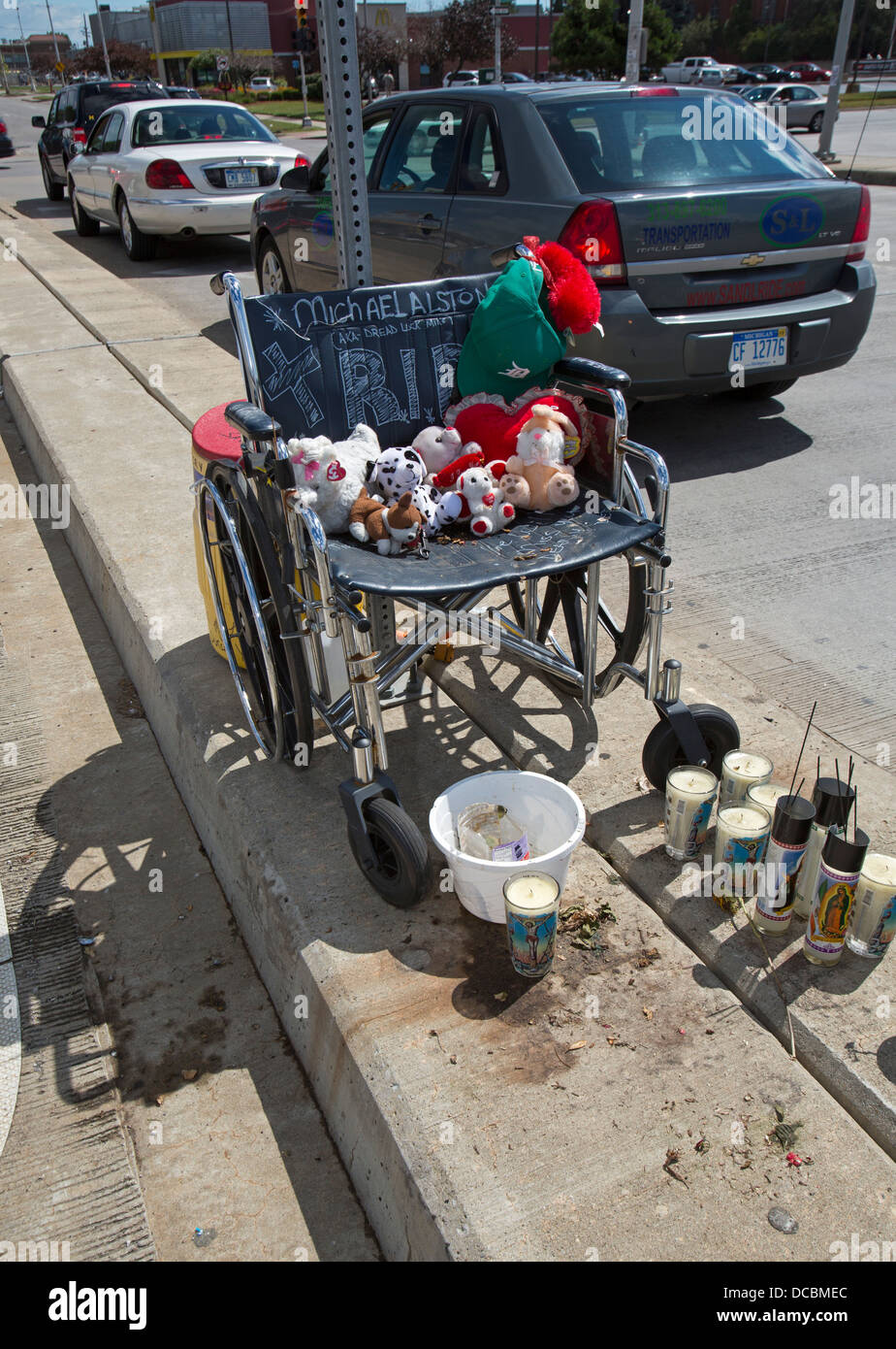 Memorial for handicapped panhandler killed by kit-and-run driver - Stock Image